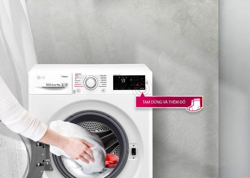 Máy giặt LG 9 kg inverter FC1409S2E - thêm đồ khi giặt